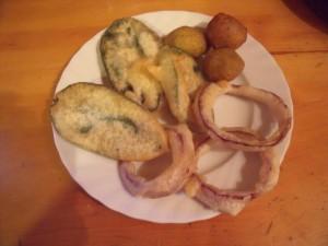 Foglie di salvia, anelli di cipolla e olive ascolane (senza pastella!)