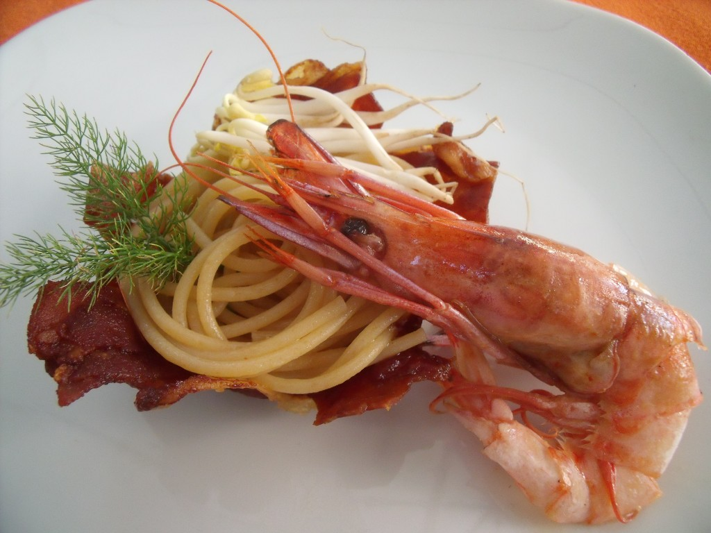 Spaghetti di farro con gamberoni e germogli di soya
