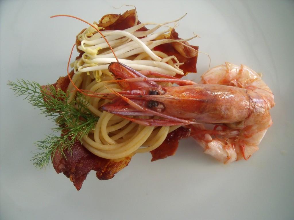 Spaghetti di farro con gamberoni e germogli di soya verde