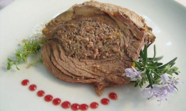 Tasca di vitella (piccione) ripiena di mortadella e tartufo nero
