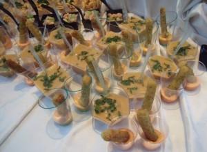 Bacchette di pollo in salsa agrodolce ai peperoni con aciote Vellutata di ceci e vongole con menta