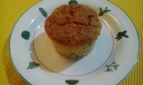 Muffin con bacche Goji, fiocchi di avena e granella di nocciole