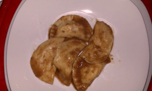Ravioli ripieni di spigola con bisque di crostacei