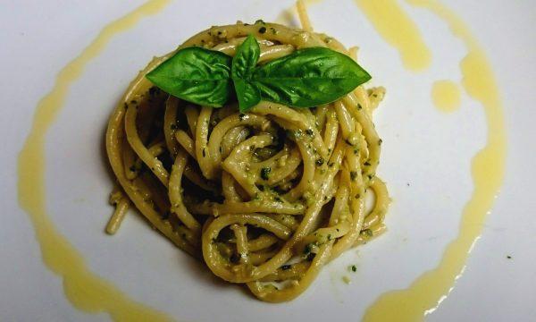 Spaghetti al pesto di mandorle