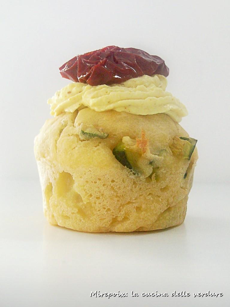 Muffin di patate con zucchine e porri.