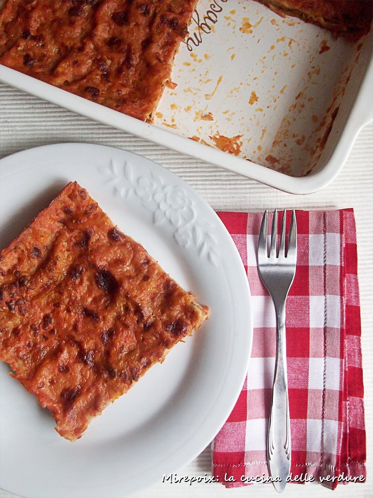 Lasagne di pane azzimo al pomodoro.