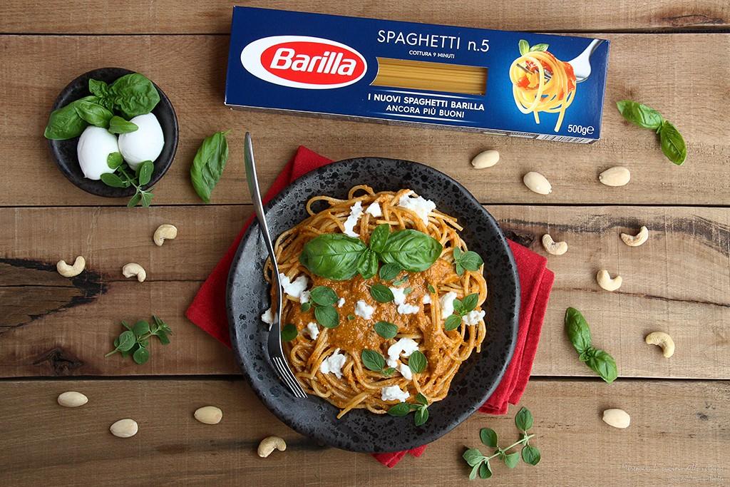 Spaghetti al pesto di pomodorini con bufala