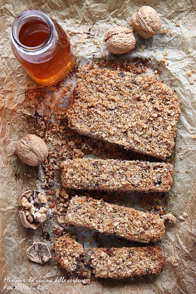 Barrette ai cereali con cioccolato e frutta secca
