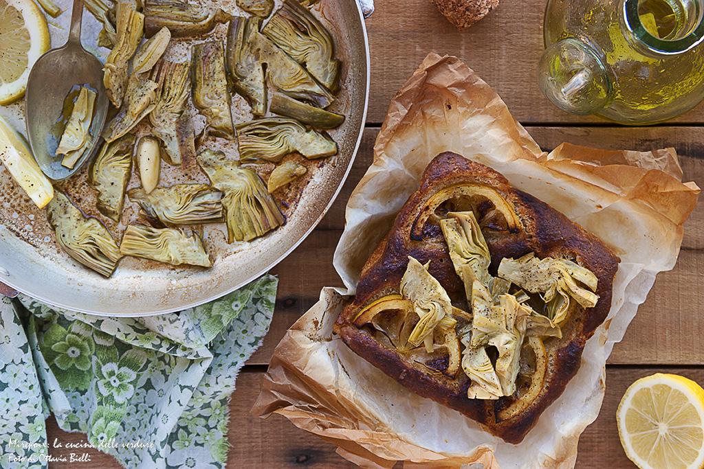 Focaccia senza impasto con carciofi e limone