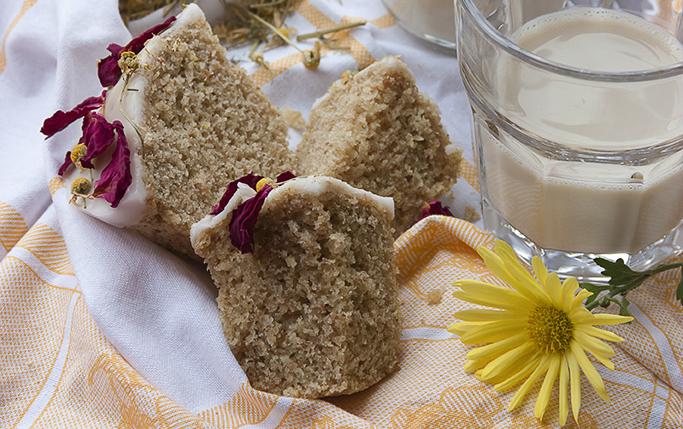 Muffin alla camomilla con glassa al limone.
