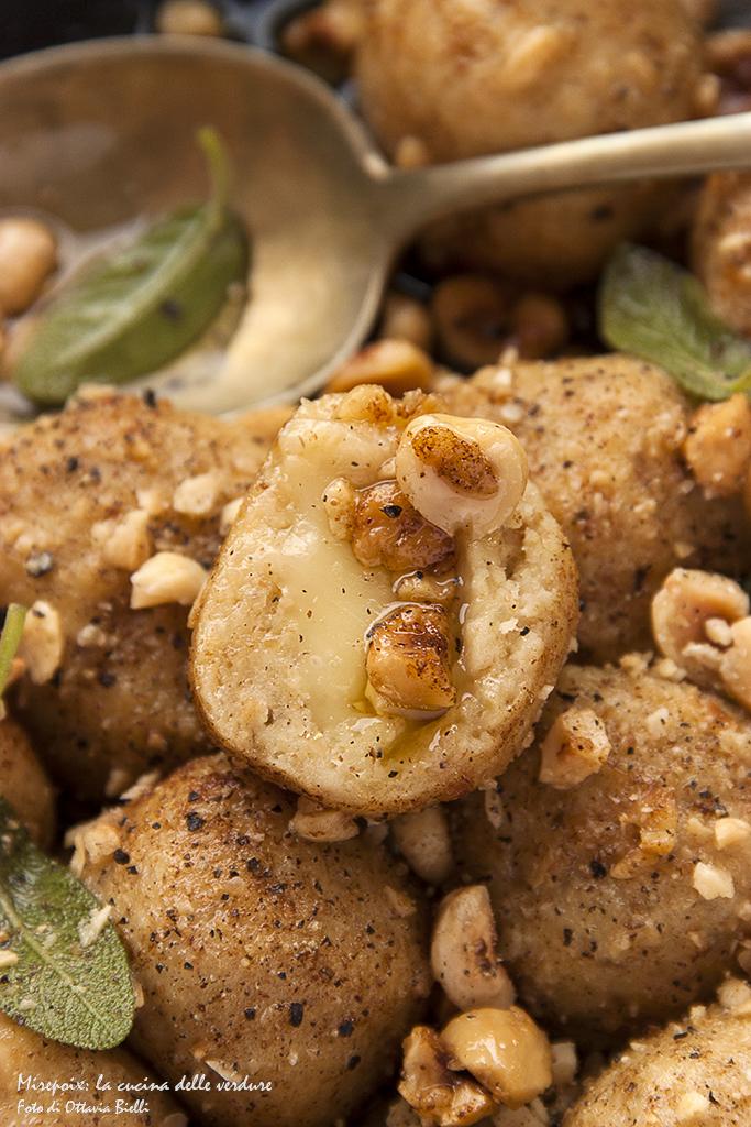 Gnocchi di patate e nocciole ripieni di toma