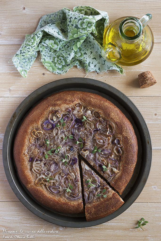 Pizza cipolle e crema di ceci alla maggiorana.