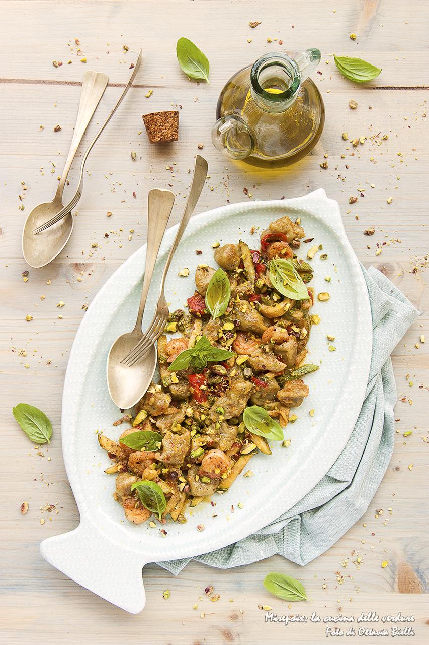 Gnocchi al tè verde Matcha con pesto di pistacchi, zucchine e mazzancolle