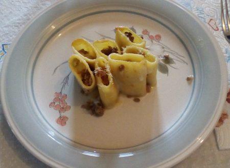 Schiaffoni con la salsiccia (paccheri)