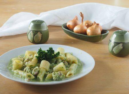 Mezze penne rigate con salsiccia, mascarpone e broccoli