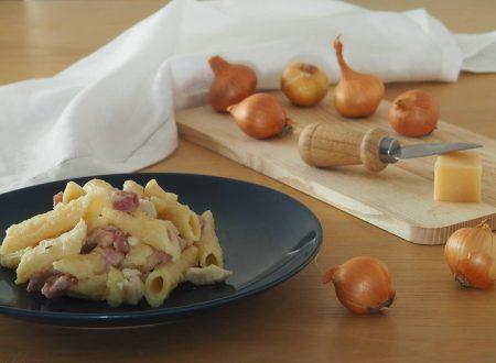 Penne ai cereali con pancetta, pollo e patate