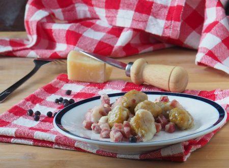 Gnocchi di zucca con pancetta e mozzarella
