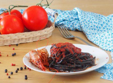 Spaghetti al nero di seppia con sugo gamberoni