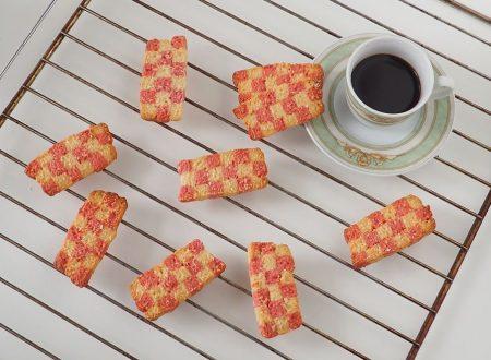Biscotti a scacchiera di pasta frolla al cocco