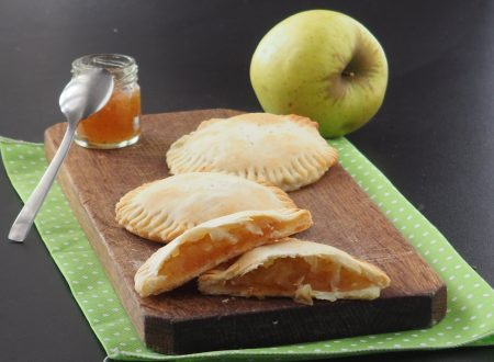 Fagottini di pasta sfoglia e mele