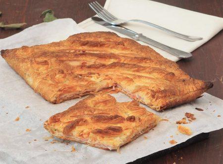 Torta salata con prosciutto e formaggio
