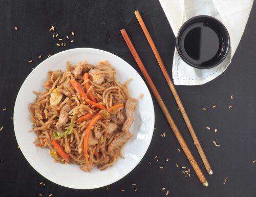 Noodles di riso con straccetti di maiale