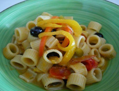 Peperoni, olive pisciottane, capperi e pomodorini con boccole