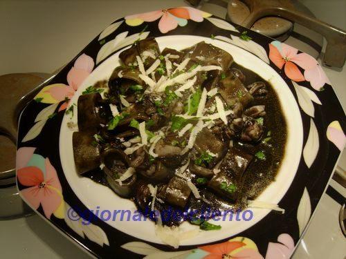 Recuperare il nero di seppia per un piatto dal gusto intenso (video)