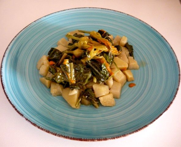 Una minestra salutare e gustosa: bieta, fiori di zucca e patate