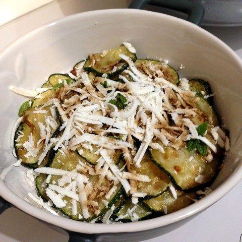 Zucchini fritti con ricotta salata profumati alla menta