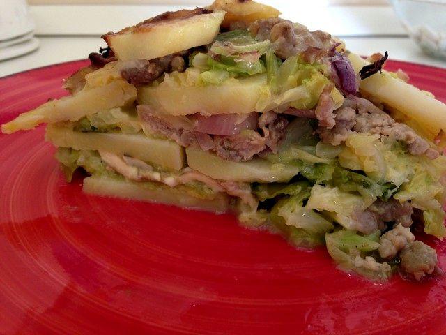 Tortino di verza, patate e salsiccia con provola affumicata