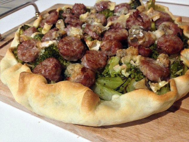 Tortino con broccoli, salsiccia, Brie e Gorgonzola