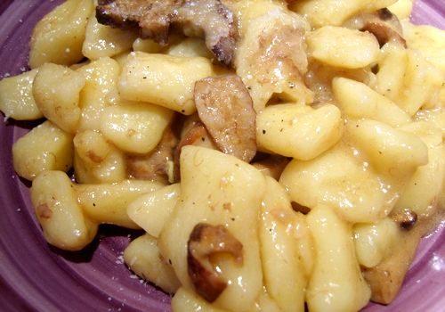 Gnocchi di patate con funghi porcini e pecorino semi stagionato di Moliterno