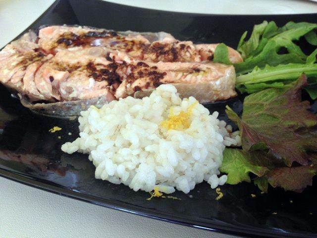 T nero affumichiamoci il salmone con contorno di riso for Pesce chicco di riso