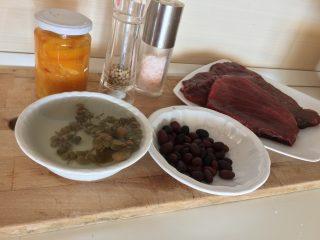 tonno capperi olive e pomodorini gialli