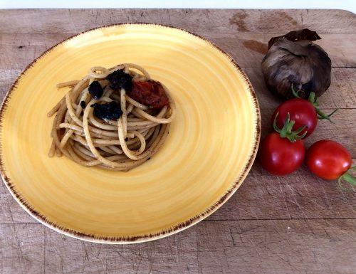 Aglio nero e alici di menaica, con gli spaghetti piatto vincente