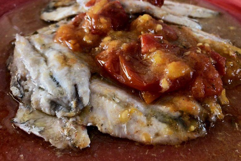 Alici arrianate, pomodoro e origano. Gusto Mediterraneo
