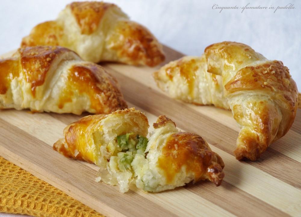Cornetti di sfoglia ripieni di patate mozzarella e asparagi