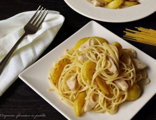 Spaghetti con pollo e patate grigliate
