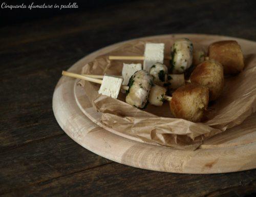 Spiedini di polpette vegane tofu e funghi al cartoccio