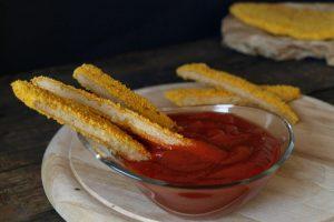 Bastoncini di cotolette vegane con ketchup fatto in casa