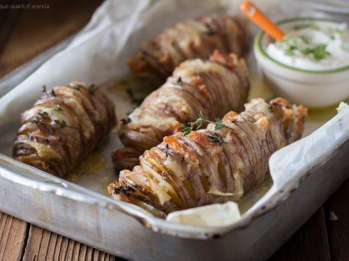 Patate a fisarmonica con pancetta e fontina