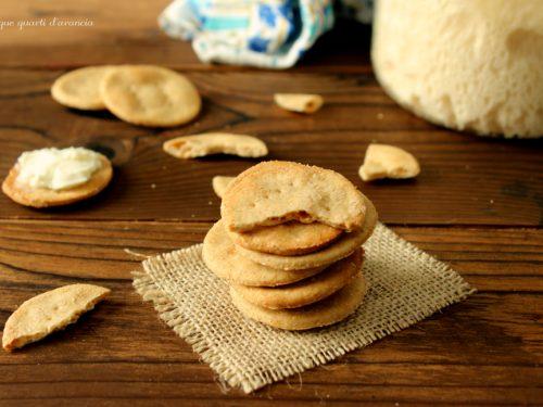 Crackers all'acqua (ricetta con lievito madre)