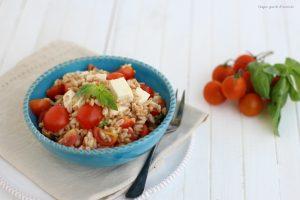 Insalata di farro pomodorini e primo sale