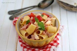 Insalata di pasta fredda cotto e mozzarella