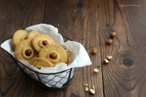 Biscotti nocciole e cioccolato bianco