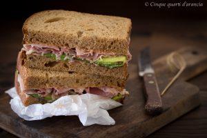 Sandwich cotto e zucchine grigliate