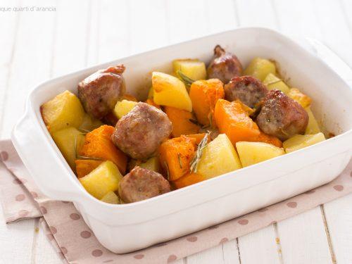 Salsiccia con zucca e patate al forno