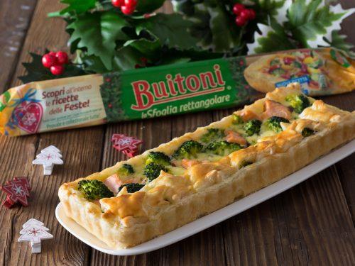 Crostata salata rettangolare con salmone fresco e broccoli