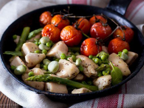 Bocconcini di pollo con verdure primaverili